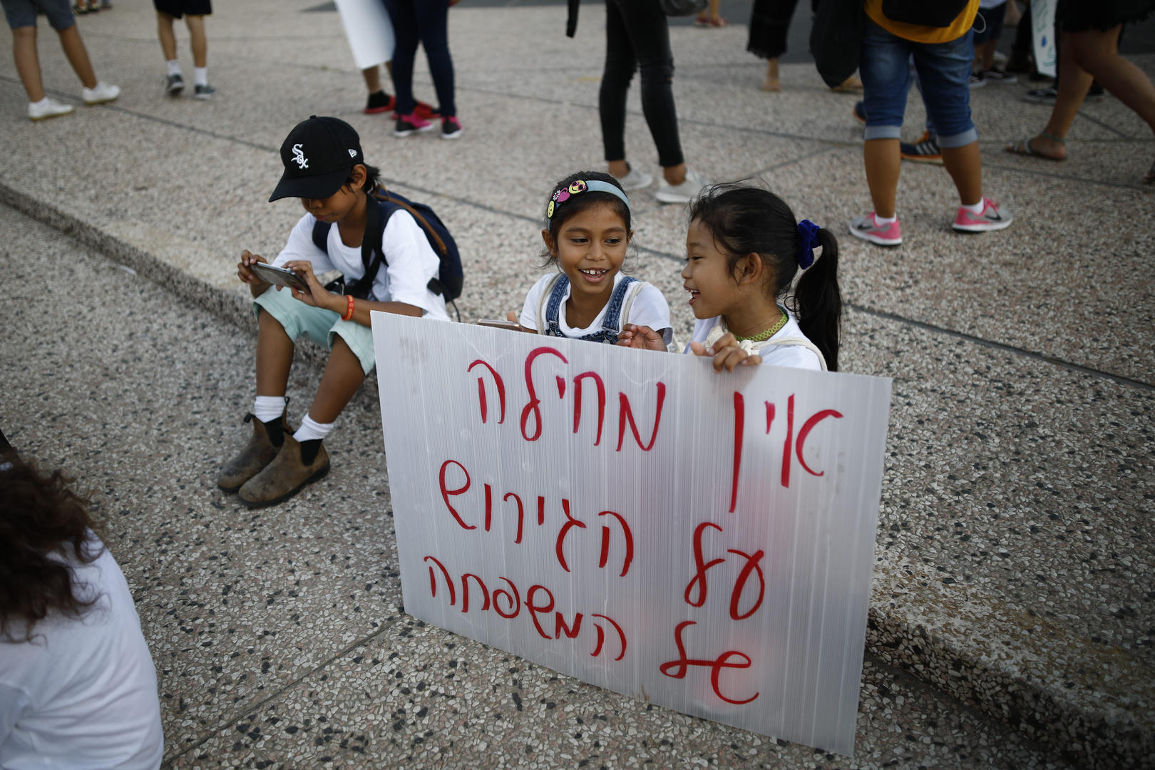 Image: Children hold a sign at a protest. (Photo: Corinna Kern)