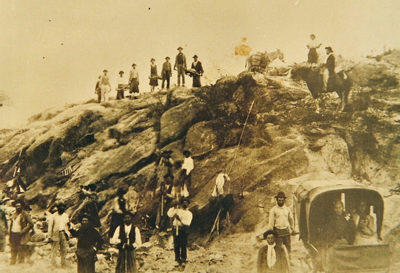 José Gabriel Brochero (1840-1914) and a group of people working on the construction of a road in Traslasierra (ca. 1880s).