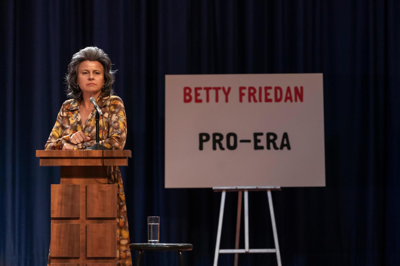 Tracey Ullman as Betty Friedan in 'Mrs. America' (photo: Hulu)
