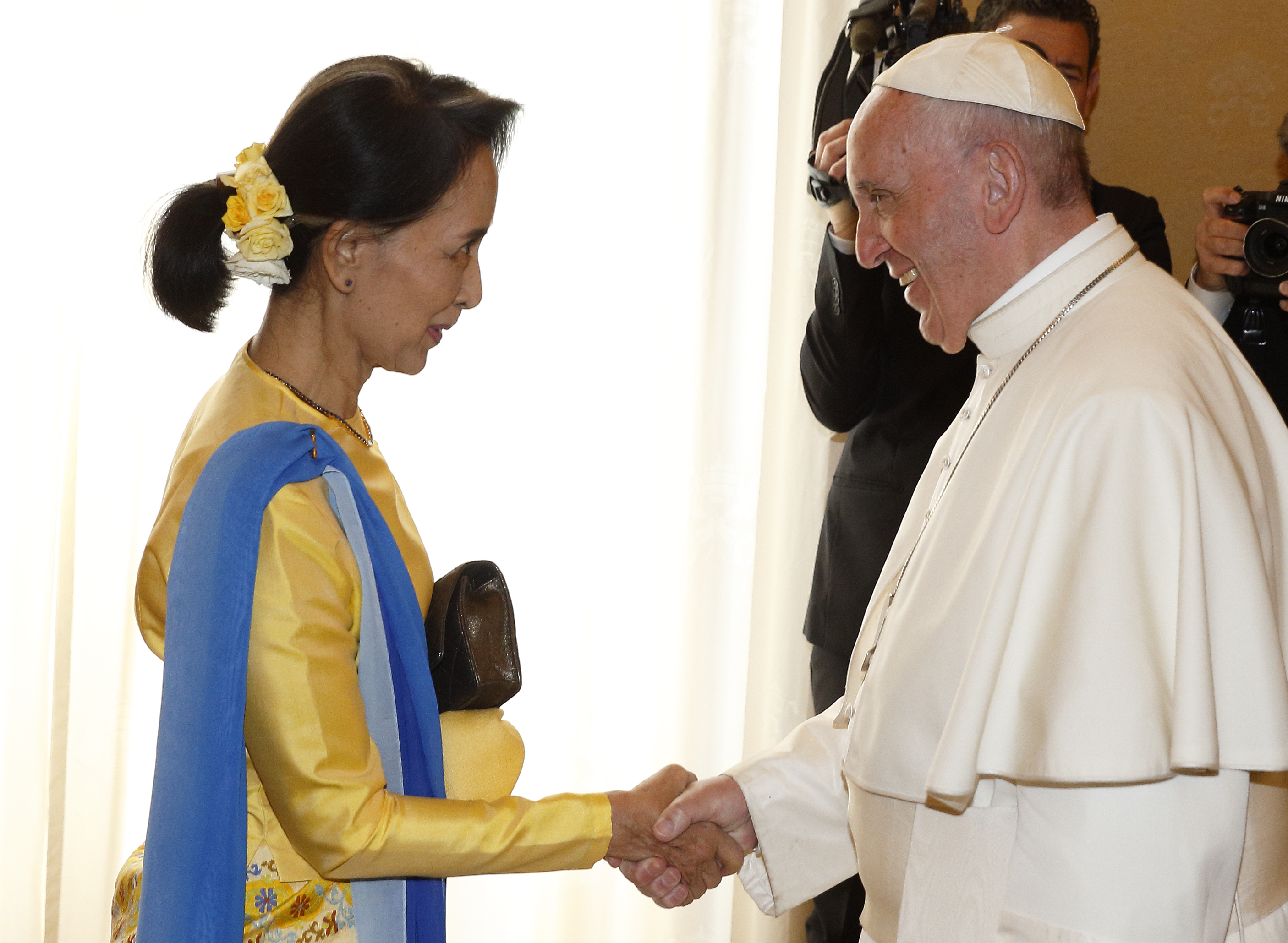 Pope's meeting with Myanmar's Suu Kyi leads to diplomatic ties