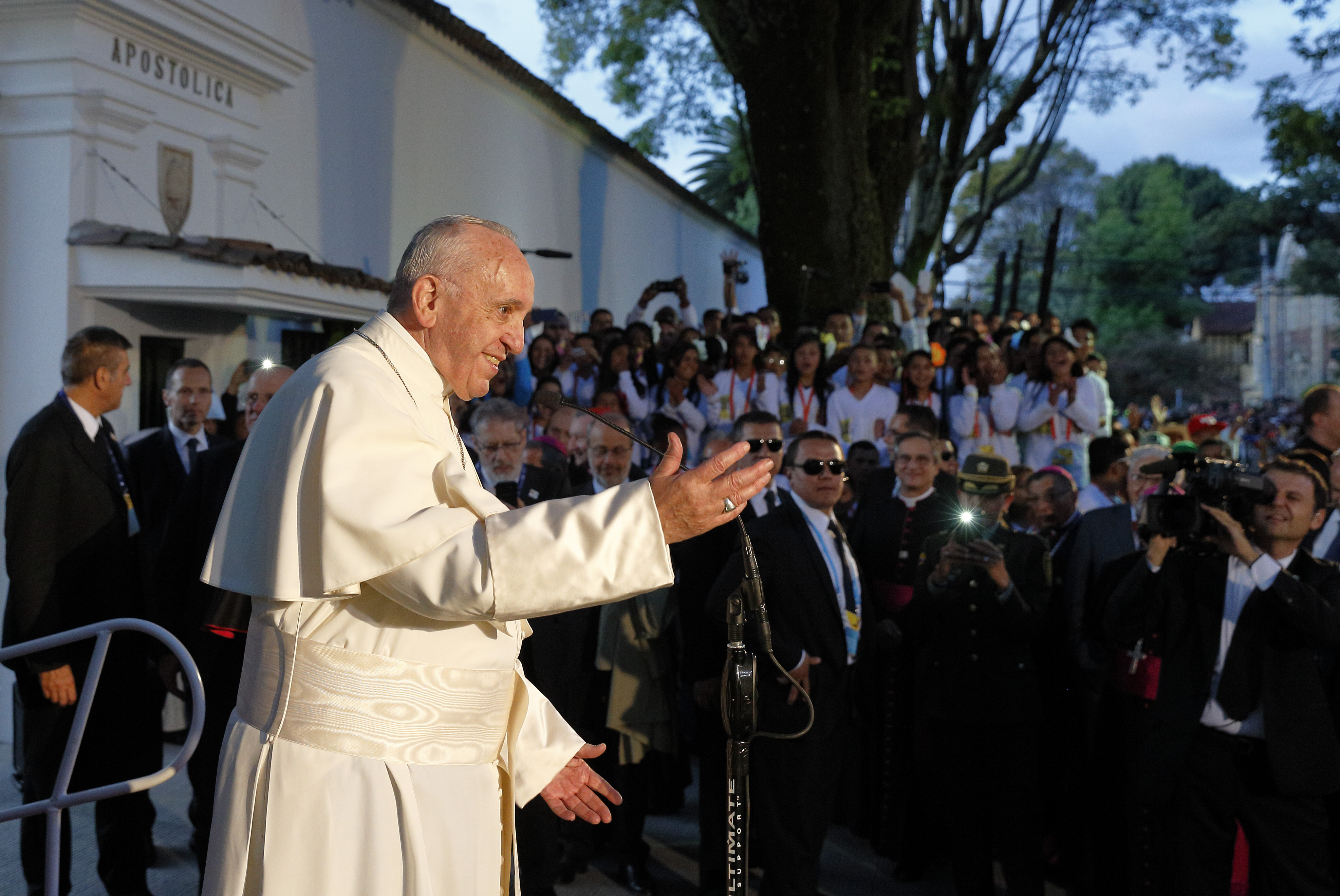 Francis brings message of peace to Colombia