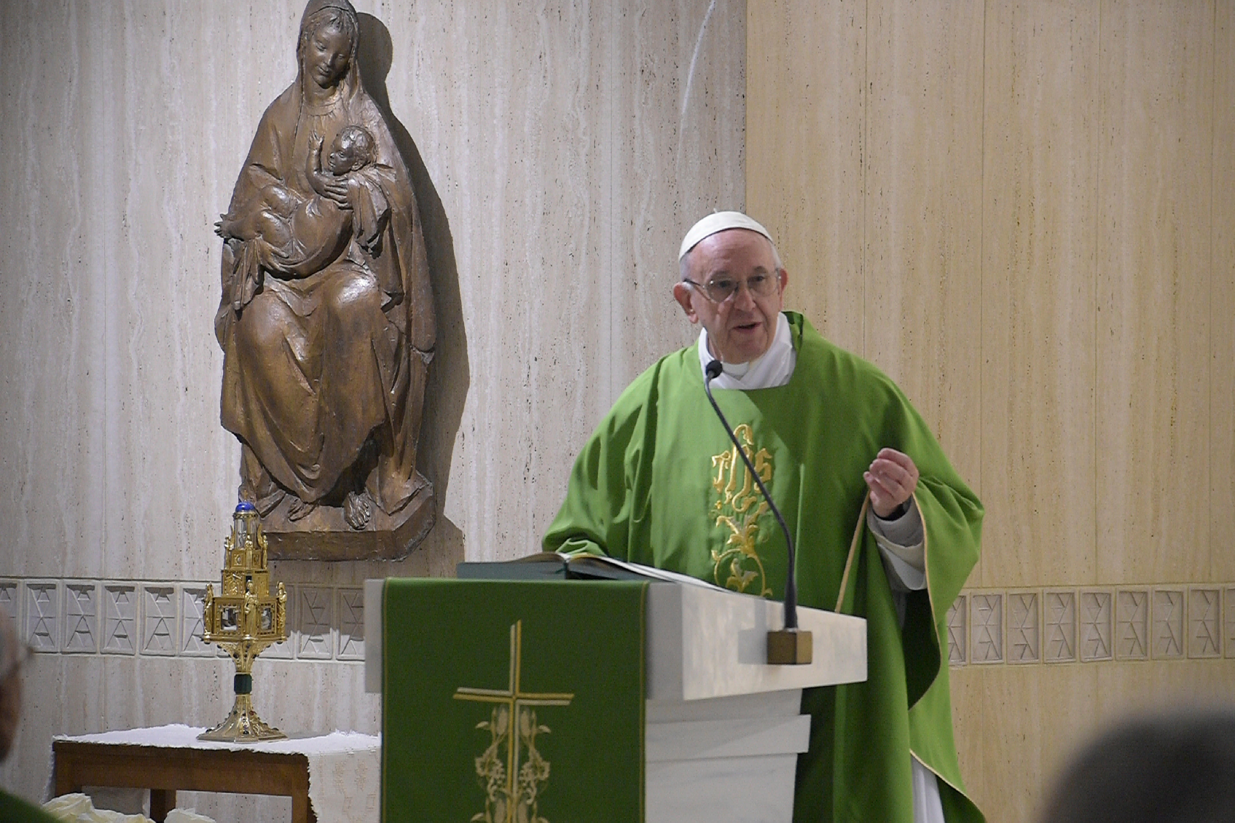 Pope Francis Small Acts Of Kindness Not Great Speeches Show Gods