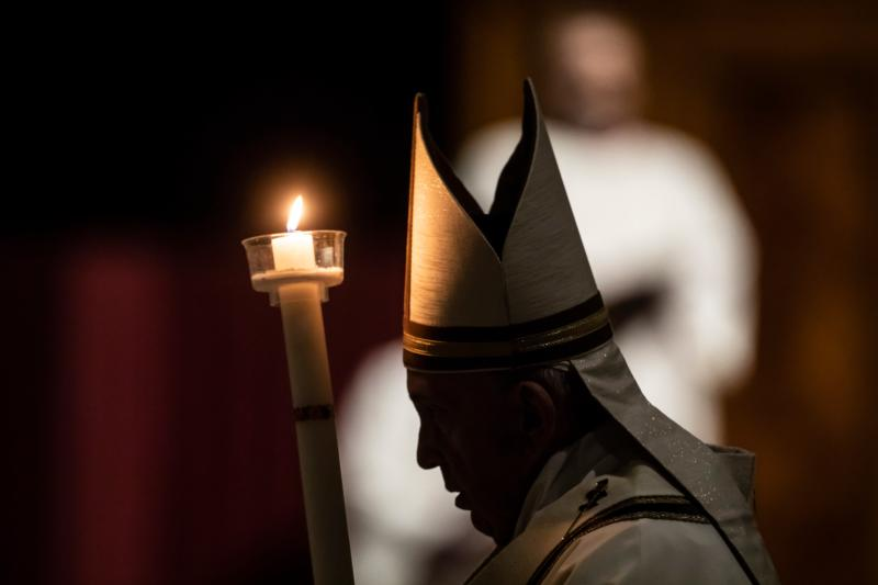 Pope Francis Delivers Stirring Message Of Hope To Humanity In Its Darkest Hour At Easter Vigil America Magazine