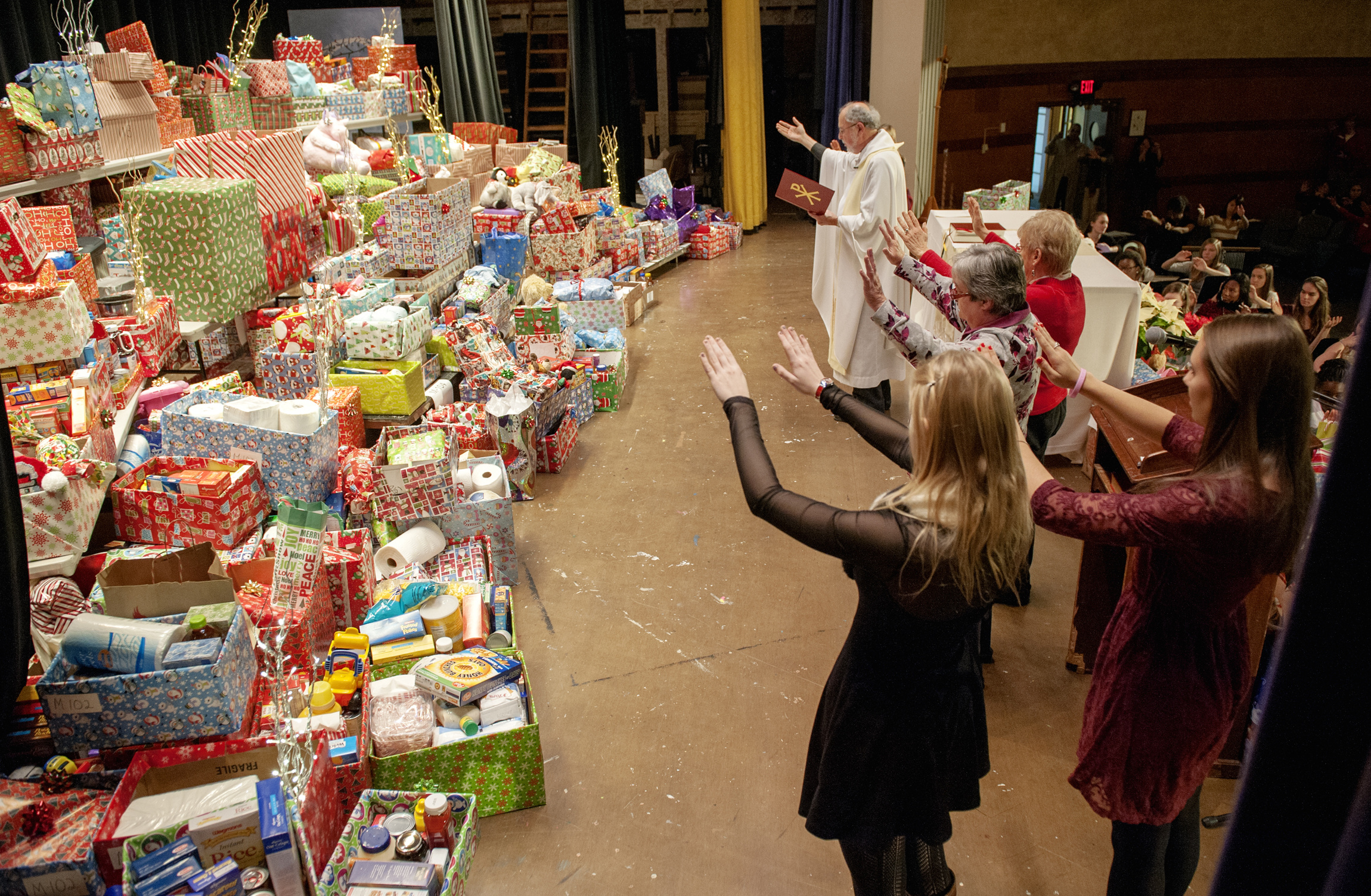 The Charity of Christmas | America Magazine