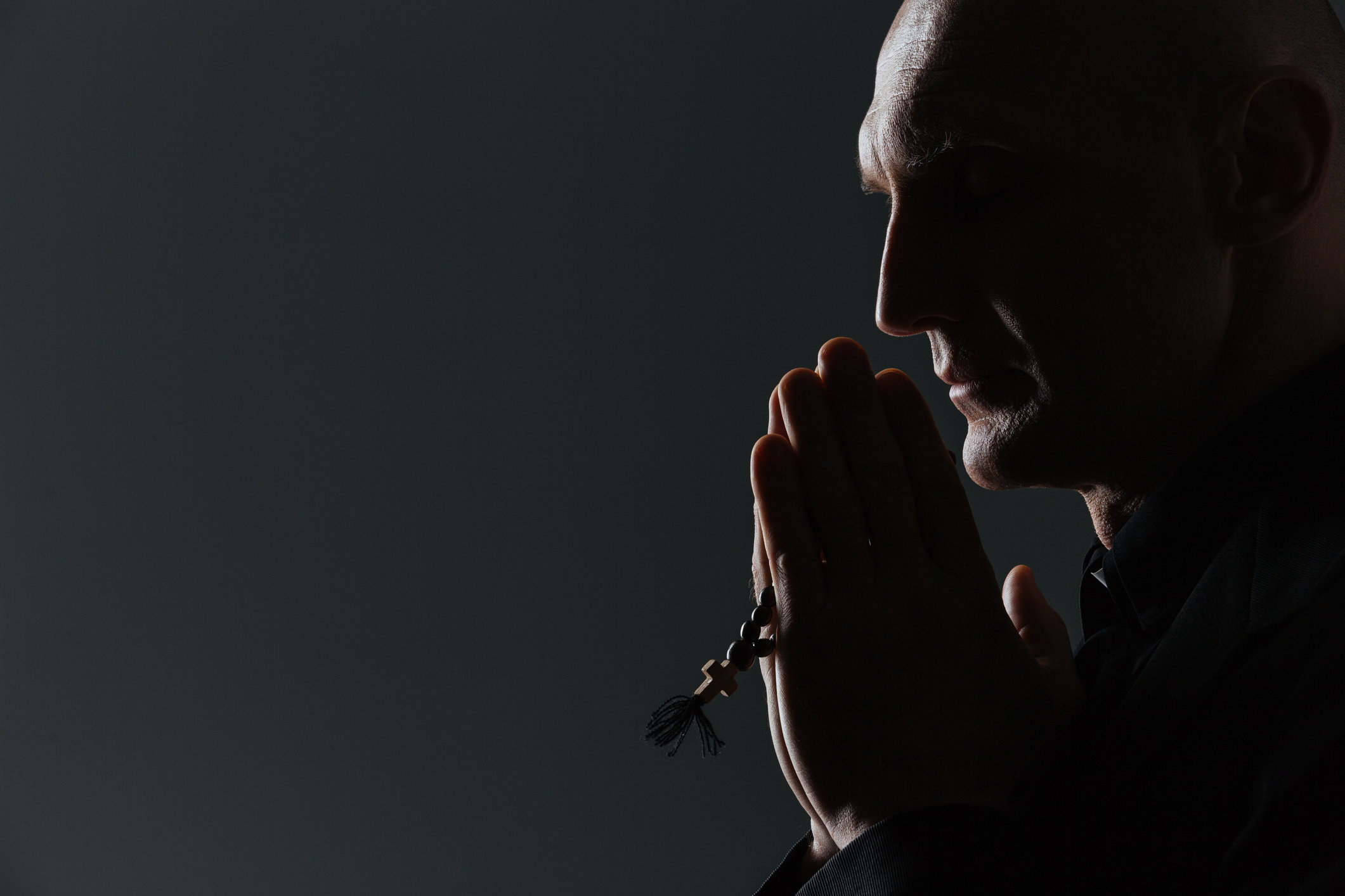 The witch hunt for gay priests | America Magazine