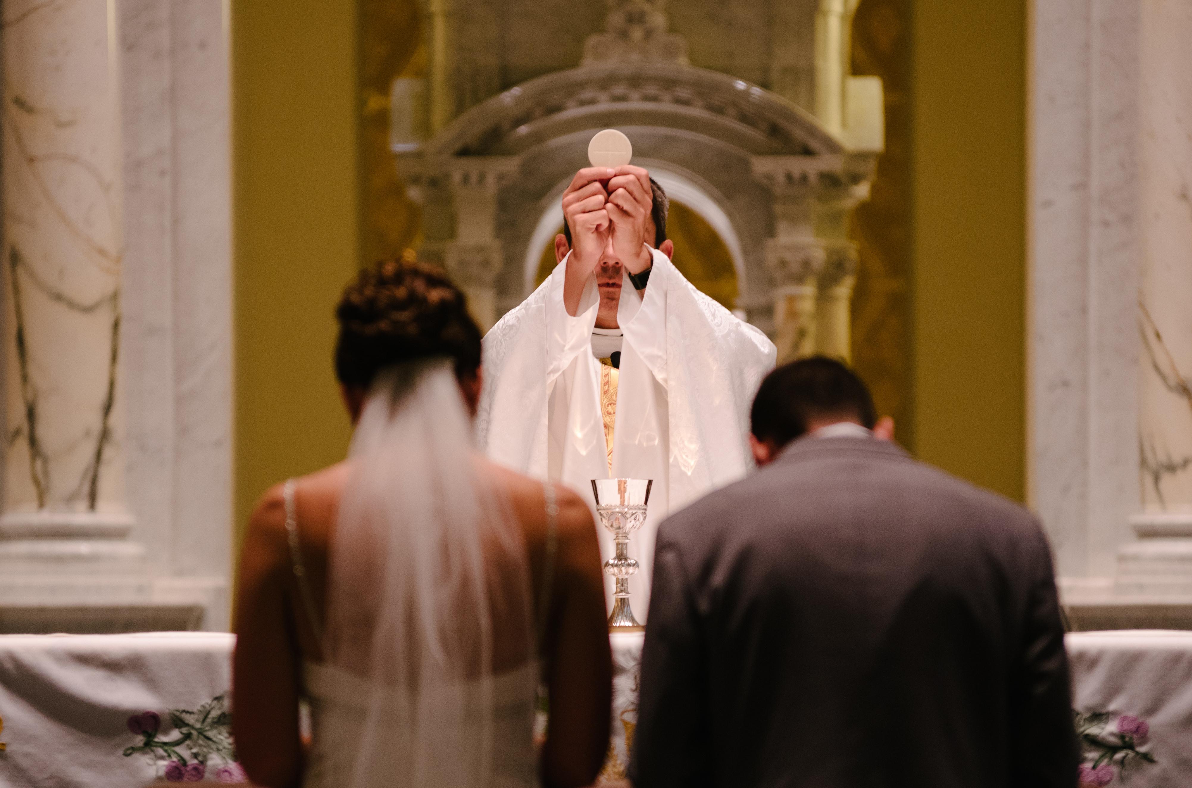 Matrimonio Mujer Musulmana Hombre Catolico : German bishops prepare communion rules for mixed