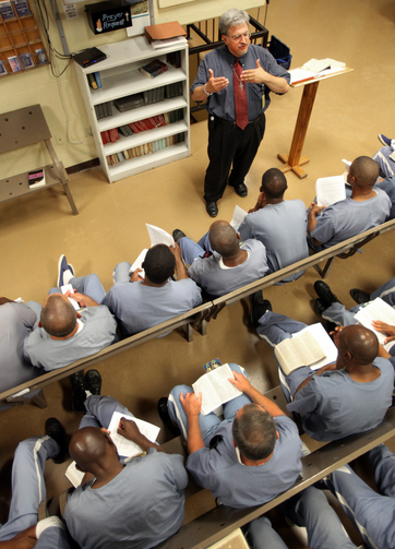 Chaplain religious education instruction to inmates in a Florida prison. (CNS photo/Daron Dean)