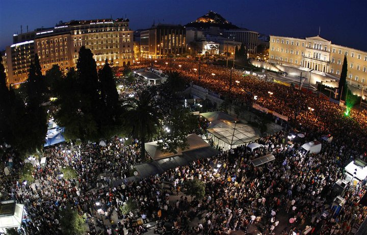 100,000 people protest against the austerity measures in front of parliament building in Athens (29 May 2011).