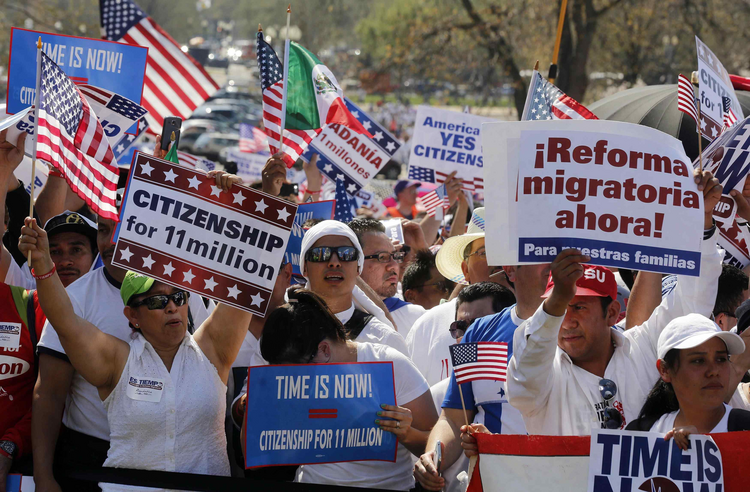 People rally in Washington for comprehensive immigration reform. (CNS photo/Larry Downing, Reuters)