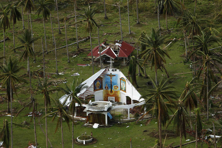 Roofless church in remote part of Philippines after Typhoon Haiyan (CNS photo/Edgar Su, Reuters)