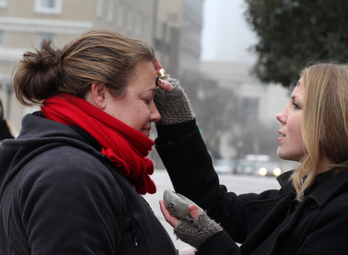 Woman receives ashes from street chaplain on Ash Wednesday in Tennessee. (CNS photo/Kathleen Barry, UMNS)