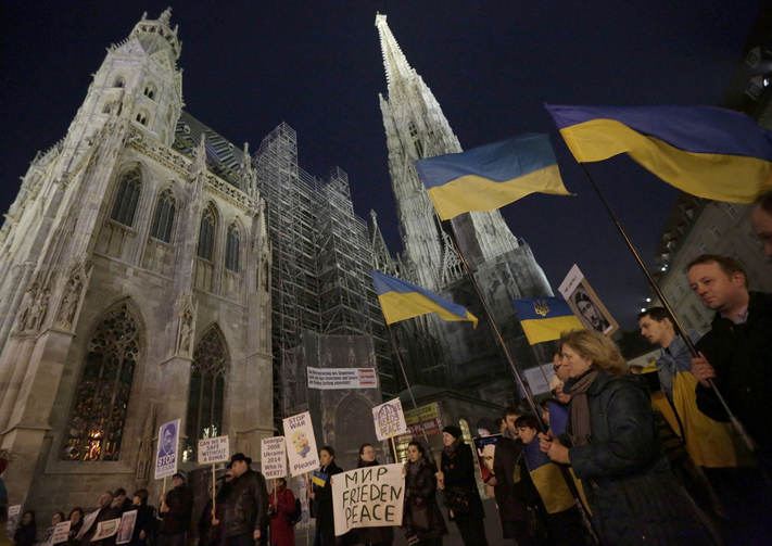 Members of Vienna's Ukrainian community protest outside St. Stephen's Cathedral. (CNS photo/Leonhard Foeger, Reuters)