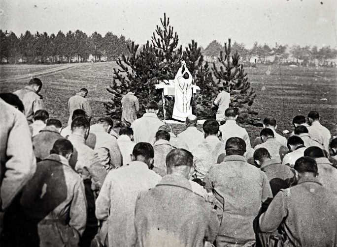 An archive picture shows a priest celebrating Mass for French soldiers on the Champagne front in eastern France in 1915 (CNS photo/courtesy of the Collection Odette Carrez via Reuters).