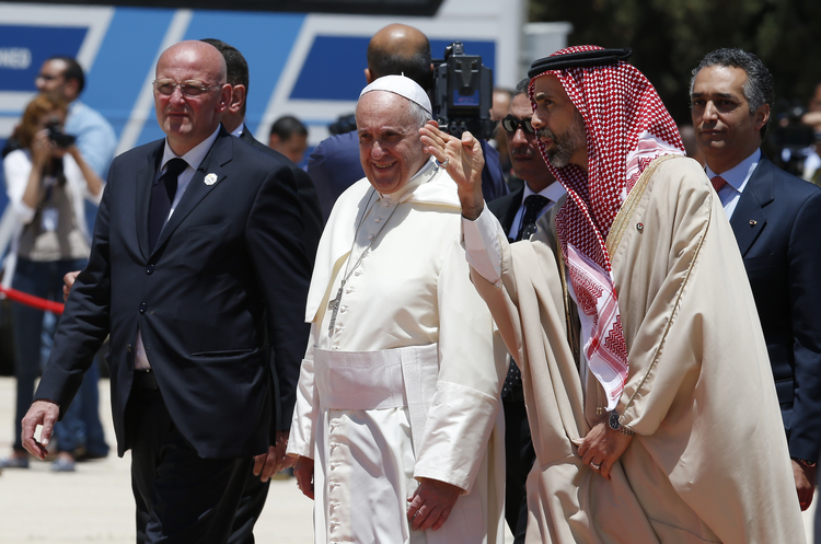 Pope Francis arrives at airport in Amman, Jordan (CNS photo/Paul Haring)