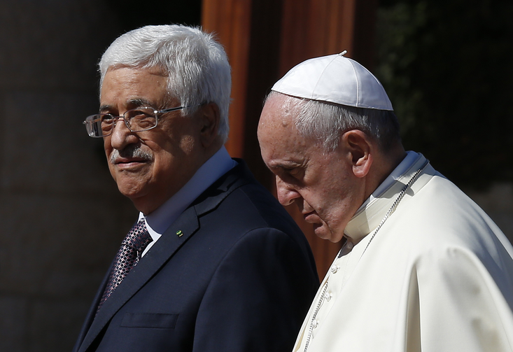 Pope Francis walks with Palestinian President Mahmoud Abbas during arrival ceremony at presidential palace in Bethlehem. (CNS photo/Paul Haring)