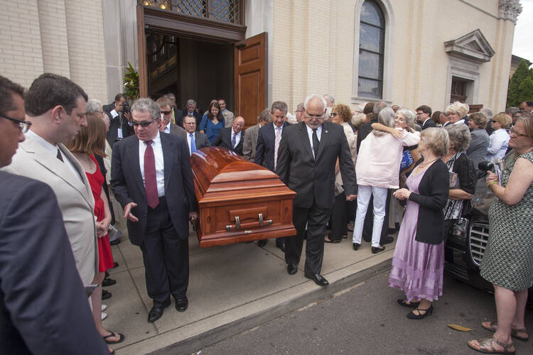 Pall bearers carry casket with body of late John Seigenthaler out of Cathedral of the Incarnation in Nashville, Tenn.