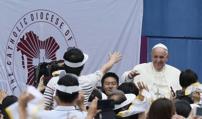 Pope Francis greets crowd as he arrives to World Cup Stadium in South Korea. (CNS photo/Paul Haring)