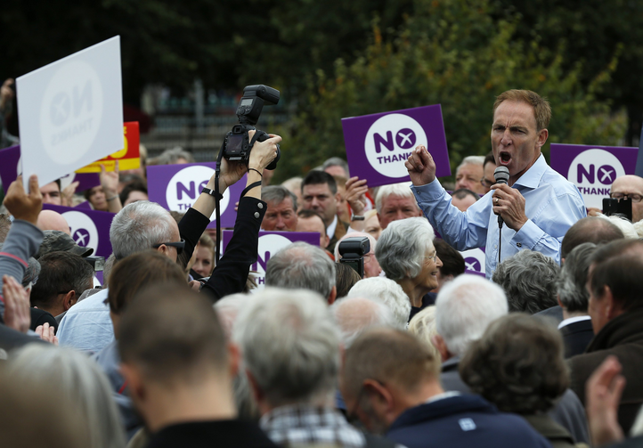 Member of British Parliament addresses crowd to promote case for Scotland to remain part of the United Kingdom. (CNS photo/ Russell Cheyne, Reuters)