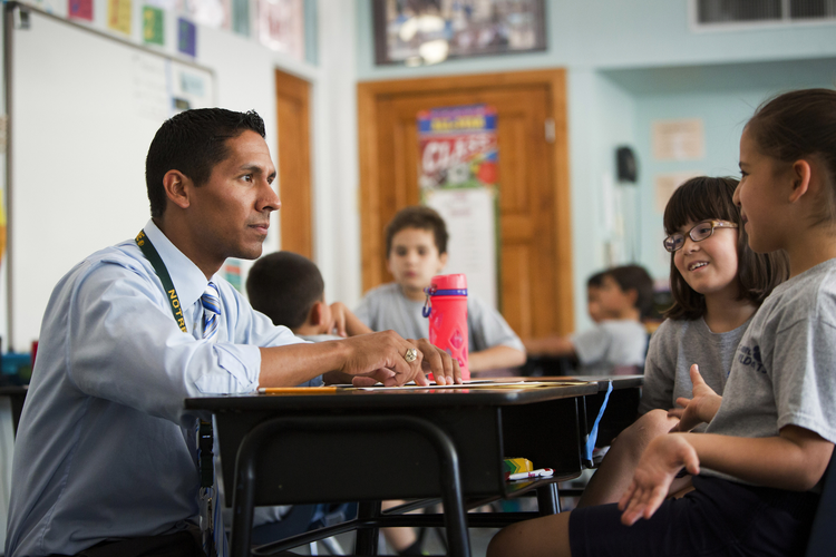 Teacher Matt Gring talks with his students in the third grade at St. Ambrose Catholic School, a Notre Dame ACE Academy, in Tucson, Ariz., Oct. 23, 2014. (CNS photo/Nancy Wiechec)