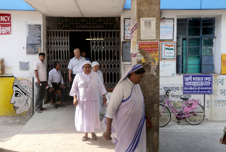 Religious visit the hospital where a nun rape victim is recovering in Ranaghat, India. (CNS photo/Piyal Adhikary, EPA)