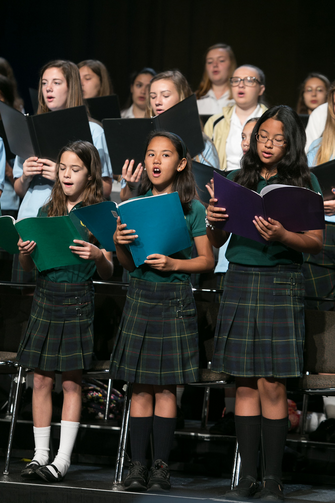 Catholic schools students sing at opening Mass of NCEA convention in Florida