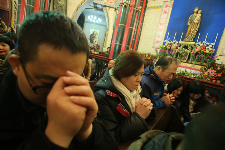 Chinese Catholics pray during a 2014 Mass in Beijing. (CNS photo/Wu Hong, EPA)