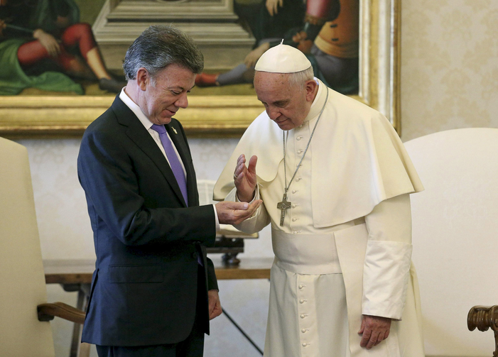 Pope Francis gives a blessing to Colombian President Juan Manuel Santos during a meeting at the Vatican June 15. (CNS photo/Alessandro Di Meo, pool via Reuters)
