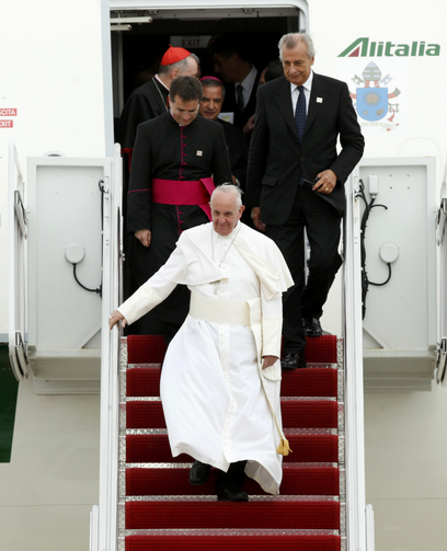 Pope Francis walks from the plane upon his arrival at Joint Base Andrews outside Washington Sept. 22. (CNS photo/Kevin Lamarque, Reuters)