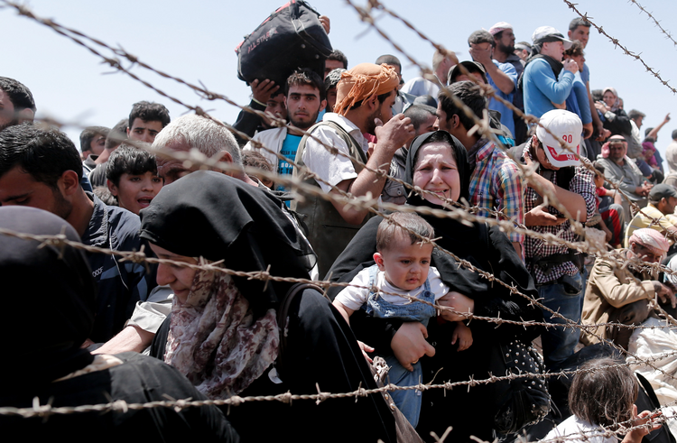 Syrian refugees reach the EU border