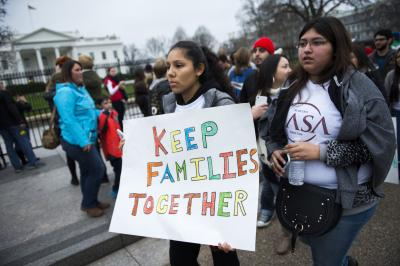 Defending 'Dreamers.' Immigration advocates demonstrate on Pennsylvania Avenue in front of the White House in Washington in this Dec. 30, 2015, file photo. (CNS photo/Shawn Thew/EPA)