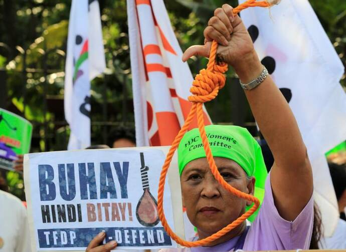 A woman holds up a noose during a Feb. 18 protest against plans to reimpose the death penalty, promote contraceptives and intensify the drug war at the Walk for Life in Manila. (CNS photo/Romeo Ranoco, Reuters)