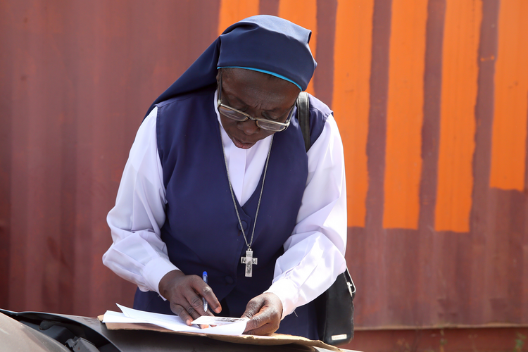 A woman religious fills out a voter registration document on Jan. 31 in Abuja, Nigeria, for the country's 2019 presidential and general election. (CNS photo/Afolabi Sotunde, Reuters)