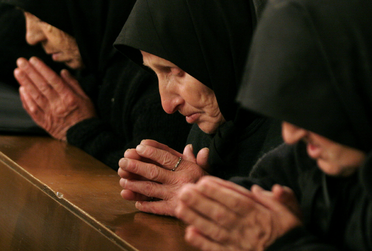 Image: Bulgarian Catholic worshippers pray during Mass at St. Michael the Archangel Cathedral in Rakovski April 8, 2007. Pope Francis will visit Bulgaria May 5-7. (CNS photo/Nikolay Doychinov, Reuters)