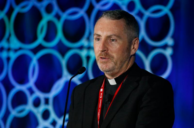 Vatican official praises Catholic media for coverage of sex abuse crisis