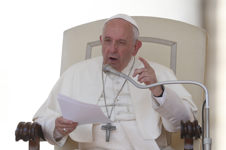 Pope Francis writes new letter encouraging priests during the