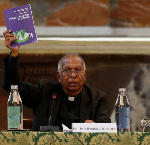 Pakistani asylum-seekers in Bangkok debate risking deportation to attend papal Mass