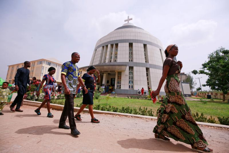 Archbishop: Mass burials common as Nigerians face daily violence - America Magazine