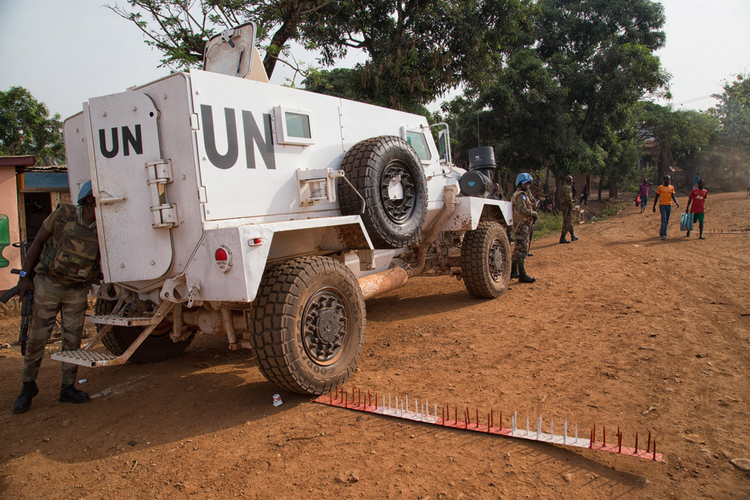 The police contingent of the UN Multidimensional Integrated Stabilization Mission in the Central African Republic (MINUSCA), along with the country's National Police, conducting a joint operation in the capital Bangui. (UN Photo/Nektarios Markogiannis)