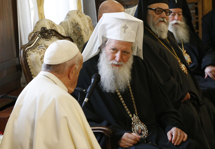 Pope Francis visits with Bulgarian Orthodox Patriarch Neofit and members of the Holy Synod at the Palace of the Holy Synod in Sofia, Bulgaria, May 5, 2019. (CNS photo/Paul Haring)