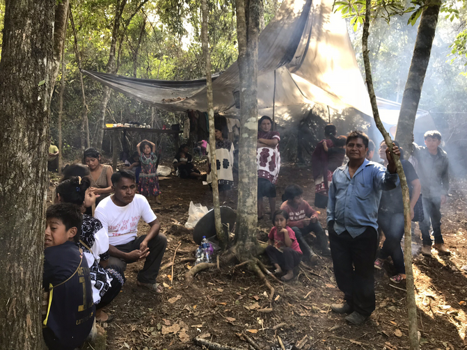 Escaping paramilitaries, Tzotzil Mayans in Chiapas have been scattered in small camps in the area surrounding the town of Chalchihuitán. Photo by Jan-Albert Hootsen.