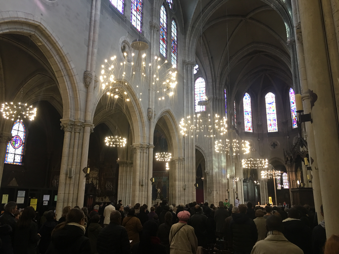 Mass is celebrated at Saint-Jean-Baptiste de Belleville, in Paris, on Feb 19, 2017 (Pascal-Emmanuel Gobry)