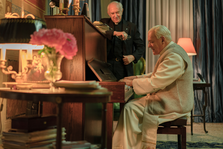 Jonathan Pryce and Anthony Hopkins deliver astounding performances in 'The Two Popes' (photo: Netflix)