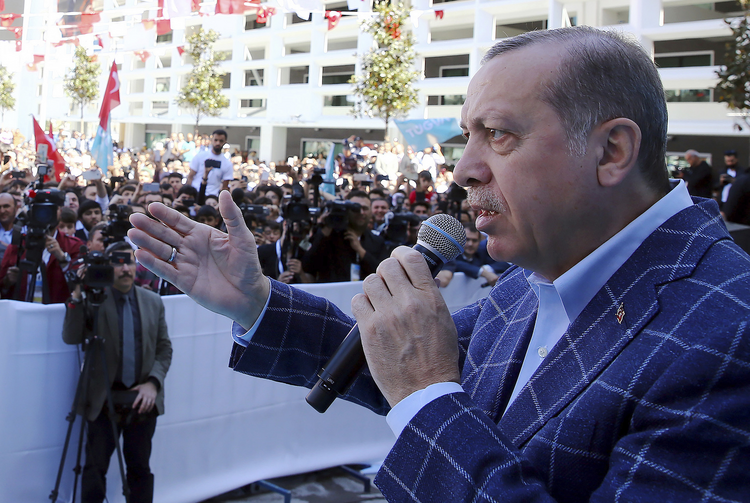 Turkey's President Recep Tayyip Erdogan addresses his supporters in Antalya, Turkey, on March 25, 2017. (Kayhan Ozer/Presidential Press Service, Pool Photo via AP)
