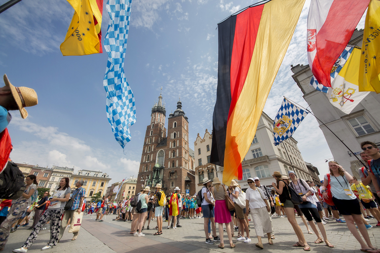 World Youth Day pilgrims gather on Krakow's main square in Poland July 26. (CNS photo/Jaclyn Lippelmann, Catholic Standard)