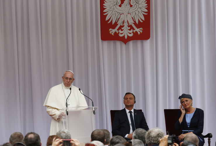Pope Francis speaks as Polish President Andrzej Duda and first lady Agata Kornhauser-Duda attend a meeting with government authorities and the diplomatic corps in the courtyard of Wawel Royal Castle in Krakow, Poland, July 27 (CNS photo/Paul Haring).