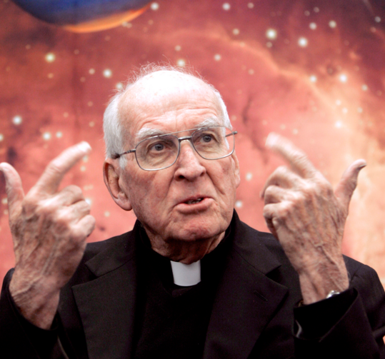 Jesuit Father George V. Coyne, pictured in a Jan. 4, 2010, photo, was director of the Vatican Observatory for 28 years until his retirement in 2006. He died at age 87 in Syracuse, N.Y., Feb. 11, 2020. (CNS photo/Bob Roller)