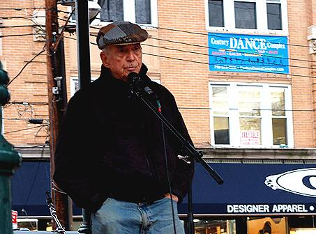 Father Berrigan speaks in October 2006 at the 3rd Annual Staten Island Freedom & Peace Festival. Photo by Clara Sherley-Appel; Wikicommons