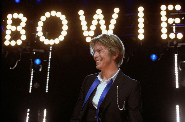 David Bowie in Chicago during the 2002 Heathen Tour (Photo via Wikimedia Commons)
