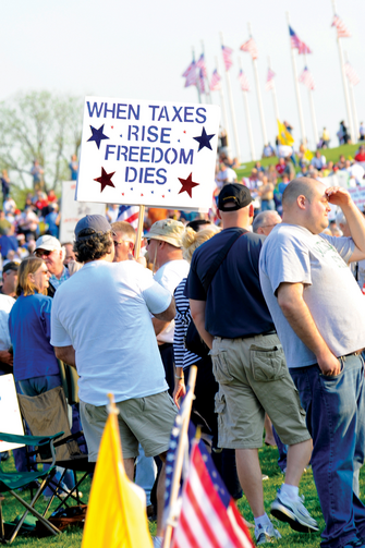 LIVE FREE. Protesters at a tax day Tea Party rally at the Washington monument.
