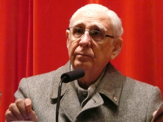 Fernando Cardenal, Jesuit and former Minister for Education in the first Sandinista government of Nicaragua, during the presentation of his book Junto a mi pueblo in Valladolid, Spain in 2009. (Photo by Lucien leGrey, Wikicommons)